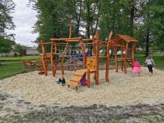 Nový herní prvek na dětském hřišti ve Žďáru